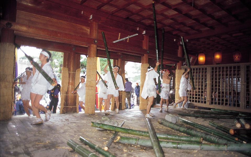 Gogan Shinji Rite (Bamboo-Splitting Festival)